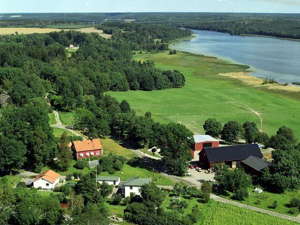 Flygfoto ver Biskops-Arn och Nordens Folkhgskola, Arn