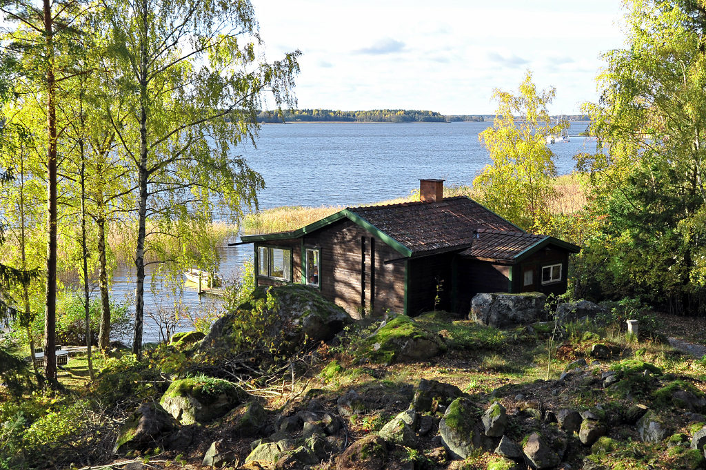 Swedish lakeside cabins holiday